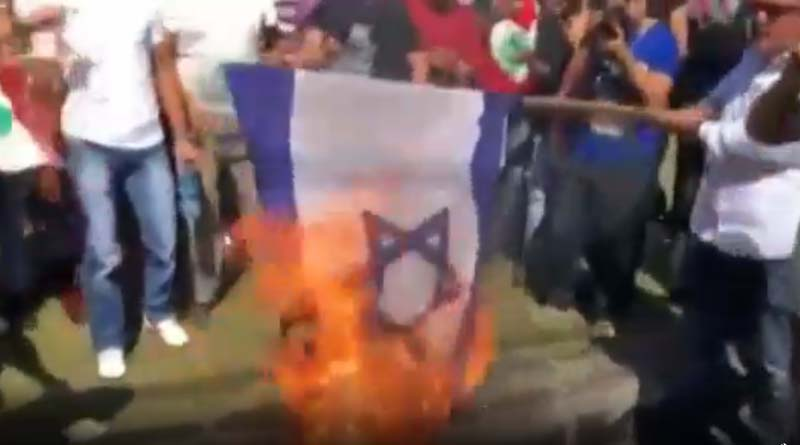 Lübnanlı Protestocular Siyonist Rejim Bayrağını Ateşe Verdiler